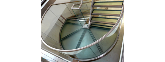 Curved glass landing with balustrade
