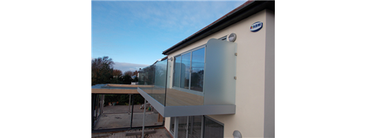 Secret fixed glass balcony balustrade and privacy panel