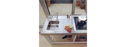 Sinktop with single bowl, wet area, custom edges, integrated upstand and with cut out for hob