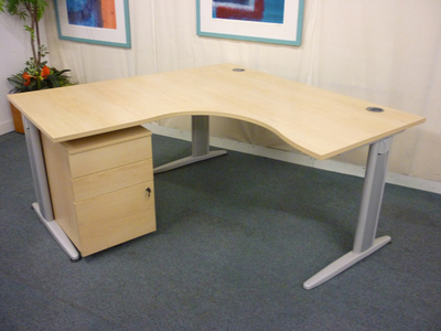 Senator Jigsaw maple 1600x1600mm desks