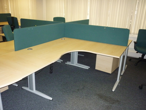 Green 1600 x 400mm desk mounted screens